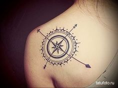 The Best Compass Tattoo Designs, Ideas and Images with meaning and drawings. Compass tattoos inspirations are beautiful for the forearm, wrist or back. Feminine Compass Tattoo, Simple Compass Tattoo, Compass Tattoo Design, Arrow Tattoo Design, Tattoo Arrow, Tattoo Motive, Arm Tattoo, Tattoo Mom, Compass Mandala