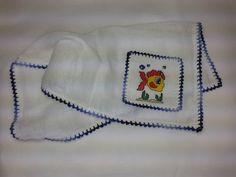 Fralda de Boca - Peixinho F011. Tecido fralda duplo, 100% algodão no tamanho 30 cm x 30 cm, bordado em ponto cruz, acabamento em crochê. R$ 12,90 http://saluarts.airu.com.br/