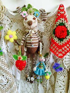 Amigurumi Doll, Burlap Wreath, Wreaths, Dolls, Christmas Ornaments, Country, Holiday Decor, How To Knit, Tejidos