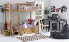 Tok&Stok Quartoteen Reserve um espaço do quarto para criar um cantinho de estudos aconchegante e funcional.
