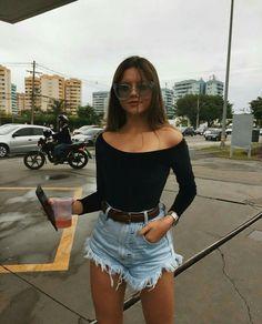 10 looks mais pinados de setembro Short jeans barra desfiada, body ombro a ombro de manga longa e cinto. Cute Teen Outfits, Short Outfits, Outfits For Teens, Trendy Outfits, Classy Outfits, Chic Outfits, Mode Outfits, Fashion Outfits, Womens Fashion