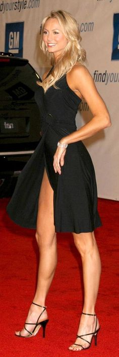 Stacy Keibler - Black dress and high heel sandals - Beauty in High Heels Beautiful Legs, Beautiful People, Estilo Glamour, Pantyhosed Legs, Stacy Keibler, Hot High Heels, Great Legs, Nice Legs, Models