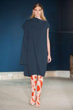 London FW S/S 2015 Thomas Tait. See all fashion show at: http://www.bookmoda.com/?p=31617 #spring #summer #ss #fashionweek #catwalk #fashionshow #womansfashion #woman #fashion #style #look #collection #london #thomastait