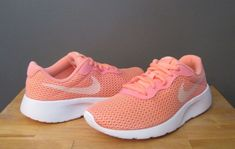 Nike Girl Lt Atomic Pink Crimson Tint Tanjun PS Sneaker US 3 Youth NWB   52eaf7856