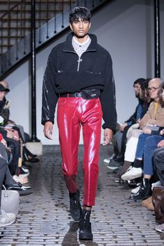 The complete CMMN SWDN  Fall 2018 Menswear fashion show now on Vogue Runway.
