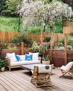 Used Outdoor Furniture, Resin Patio Furniture, Backyard Furniture, Backyard Projects, Outdoor Decor, Wooden Furniture, Antique Furniture, Furniture Layout, Porch Furniture