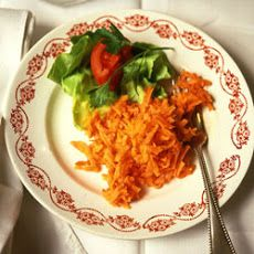 Grated Carrot Salad This traditional French salad is light, crunchy, and delightfully sweet. Grated Carrot Salad, Carrot Salad Recipes, Healthy Recipes, Side Dish Recipes, Side Dishes, Winter Salad, Soup And Salad, Us Foods, Carrots