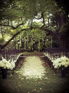 Romantic Outdoor Wedding Ceremony photo: René Treece Roberts www.luxehousephotographic.com