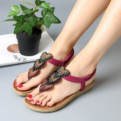 e73516f2d SOCOFY Heart Shape Rhinestone Clip Toe Flat Casual Sandals is comfortable  to wear.