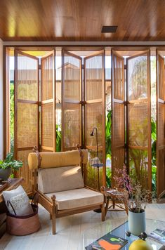 Image 7 of 22 from gallery of Loft Essencial / Cacau Ribeiro Interiores. Photograph by Felipe Araújo Tropical House Design, Tropical Houses, Modern Tropical House, Bamboo Architecture, Interior Architecture, Tropical Architecture, Exterior Design, Interior And Exterior, Bamboo House