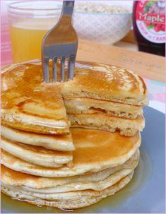 Pancakes sans lait, sans oeufs, sans beurre (vegan) Pancakes without milk, without eggs, without butter (vegan) Vegan Pancakes, Breakfast Pancakes, Butter Pancakes, Vegan Dessert Recipes, Healthy Breakfast Recipes, Healthy Food, Beurre Vegan, Lait Vegan, Vegan Art