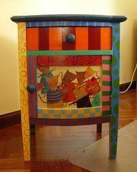 mesa de noche pintada
