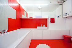 Czerwona łazienka z kauczukową wykładziną