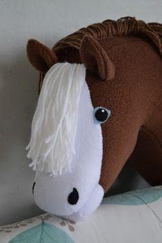 Runaway's Horses Hobby Horse, Unicorns, Sewing Crafts, Horses, Diy, Animals, Ideas, Horse, Crafting