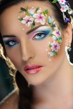beautiful face paint and eye make up. Flower Makeup, Fairy Makeup, Make Up Art, Eye Make Up, Face Painting Designs, Body Painting, Fantasy Make Up, Maquillaje Halloween, Up Halloween