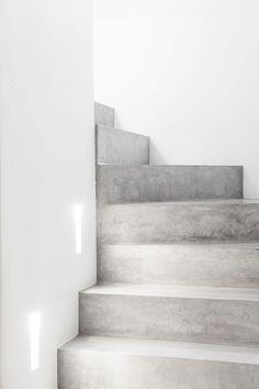 Esthete Label love - escalier beton © foto: vincent duterne © architecture: www.be Source by sd Minimalist Architecture, Interior Architecture, Interior Design, Concrete Staircase, Concrete Floors, Concrete Steps, Basement Steps, Stairs Architecture, Architecture Sketchbook