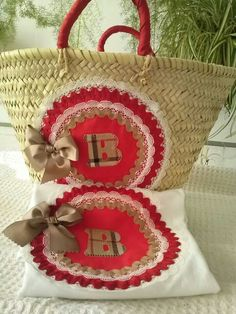 Capazo y camiseta Basket Liners, Straw Bag, Diy Projects, Quilts, Knitting, Crochet, T Shirt, Crafts, Ideas
