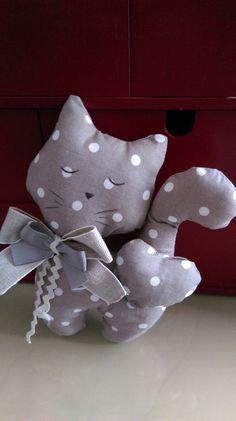 petit chat en tissu fait main                              …