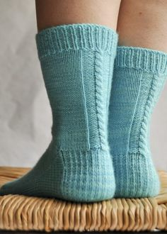 tricoter des chaussettes Crochet Socks, Knitting Socks, Hand Knitting, Knit Crochet, Knitting Ideas, Ravelry, Cool Socks, Awesome Socks, Boot Cuffs
