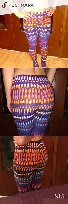 Fun Leggings🌞 Fun, eye catching leggings! Warm and perfect for lounging or working out in!😍 Size medium, great condition. Smoke free home. Make an offer!💰💓 Pants Leggings