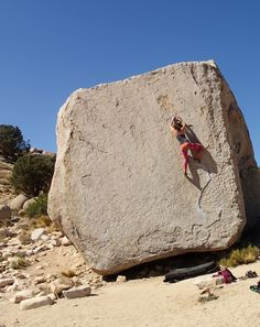 www.boulderingonline.pl Rock climbing and bouldering pictures and news That's big boulder.