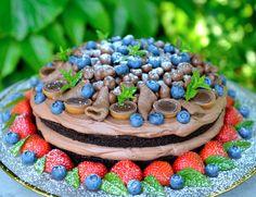 Black Magic Cake – en skikkelig stjernekake til nyttårsaften Black Magic Cake, Canned Blueberries, Vegan Scones, Norwegian Food, Norwegian Recipes, Scones Ingredients, Fancy Cakes, Something Sweet, Yummy Snacks