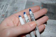 DIY Colored Pencils - using straws, melted crayons, and newspaper Making Crayons, Diy Crayons, Broken Crayons, Diy Pencils, Colored Pencils, Melt Crayons, Crafts For Boys, Craft Activities For Kids, Diy For Kids