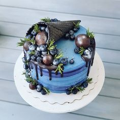 This image could contain: food - Kuchen Deko Ideen - Cake Design Beautiful Desserts, Beautiful Cakes, Amazing Cakes, Cake Icing, Fondant Cakes, Cupcake Cakes, Realistic Cakes, Berry Cake, Cake Decorating Techniques