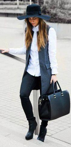 grunge look inspiratiom / boots + rips + top + black denim jacket Black Vest Outfit, Blazer Outfits, Sporty Outfits, Winter Outfits, Fashion Outfits, Womens Fashion, Blazer Vest, Sleeveless Blazer Outfit, Grey Vest