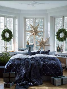 Julen Så ser inredningen ut i butik i år Christmas Feeling, Cozy Christmas, Christmas Decor, Xmas, Dining Room Furniture Design, Home Furniture, Beautiful Bedrooms, Beautiful Interiors, Christmas Interiors