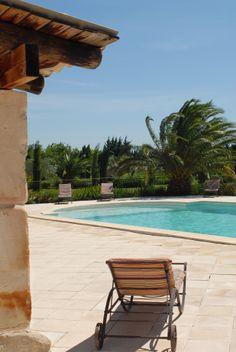 La piscine. infos sur l'Hôtel : www.domaine-des-clos.com