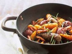 Stoofpotje van worst, worteltjes en rode ui - Libelle Lekker! Yummy Food, Tasty, Cooking Recipes, Healthy Recipes, One Pan Meals, Sauce, Pot Roast, Stew, Slow Cooker
