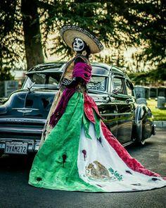 Mexican Artwork, Mexican Paintings, Chicano Tattoos, Chicano Art, Mexican American Flag, Mexico Wallpaper, Chola Girl, Estilo Cholo, Mexican Art Tattoos