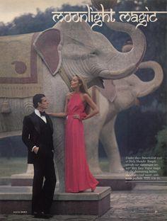 MASALA DABBA: JERRY HALL Y LA MAGIA DE INDIA EN 'VOGUE PATTERNS' DE 1975 Jerry Hall, Patti Hansen, Lauren Hutton, Kate Moss, 70s Glam, Seventies Fashion, 70s Fashion, Bollywood, Vogue Patterns