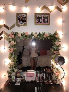 25 Cozy Decor Ideas With Bedroom String Lights ~ Home Design Ideas Bedroom Colors, Bedroom Decor, Bedroom Ideas, Makeup Vanity Decor, Diy Vanity, Vanity Set, String Lights In The Bedroom, Flower Mirror, Deco Boheme