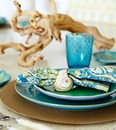 Driftwood table centerpiece for a beach theme tabletop decor theme: http://www.completely-coastal.com/2016/05/turquoise-blue-white-beach-theme-kitchen.html