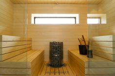 Sauna - Lasit: JS-Lasi - Kiuas: Helo - Saunatarvikkeet: Emendo