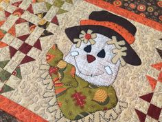 This Fall Table Runner measures by features a sweet Scarecrow named Beaux! Halloween Quilt Patterns, Halloween Quilts, Halloween Blocks, Small Quilt Projects, Quilting Projects, Sewing Projects, Table Runner And Placemats, Quilted Table Runners, Hand Sewn Crafts