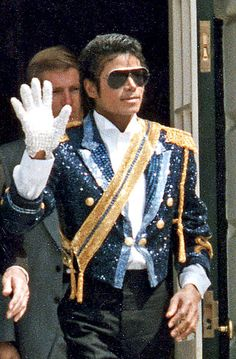 Before the King of Pop it was King Tut who rocked sequins: http://j.mp/VHerD9