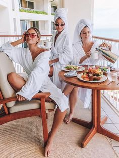 The Best US Cities For A Weekend Girls Trip - - - Girls Trips are a great way to get all your girl friends together to catch up and travel the world. cities for a girls trip are one you may have never thought of. Photos Bff, Best Friend Pictures, Friend Pics, Girls Weekend, Girls Night, Shotting Photo, Girls Vacation, Senior Trip, Jolie Photo