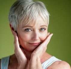 Best Face Makeup For Older Women: Makeup is meant to help you look at your best even while your skin starts getting old so that you can age gracefully Makeup For Older Women, Haircut For Older Women, Older Women Hairstyles, Short Hair Cuts For Women, Wig Hairstyles, Older Men, Natural Hairstyles, Medium Hairstyle, Hairstyles Haircuts