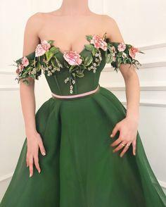 Teuta Matoshi Duriqi // Haute Couture - Spring 2018 im in love Women's Dresses, Elegant Dresses, Fashion Dresses, Formal Dresses, Flower Dresses, Dress With Flowers, 90s Fashion, Dresses Online, Fashion News