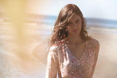 Chic e Fashion: Laura Neiva é a nova estrela da Maria Filó