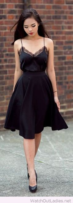 Amazing black top with lace and a nice midi skirt