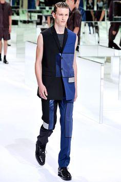 Pasarela: Constructivismo y vanguardia geométrica en @Dior Homme #Menswear SS14. http://www.vogue.mx/desfiles/primavera-verano-2014-paris-dior-menswear/7120