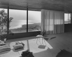 Richard Neutra - Coe house - Rolling Hills - 1951 photo by Julius Shulman Plans Architecture, Classical Architecture, Sustainable Architecture, Interior Architecture, Ancient Architecture, Landscape Architecture, Vintage Architecture, Chinese Architecture, Futuristic Architecture