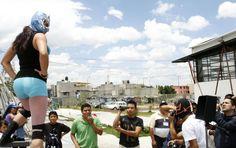 DEL RING AL FARO/LUCHA LIBRE. Luchadores dieron una función  y convivieron con sus admiradores. Foto: Abril Cabrera A.