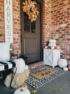 Front porch design Fall Home Decor, Autumn Home, Farmhouse Style, Farmhouse Decor, Rustic Style, Porches, Seasonal Decor, Holiday Decor, Front Door Decor