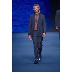 Family & Friends: Stefano Pitigliani Communicator & Country Gentleman. ETRO Men's Show #SS17 Discover more on Etro.com . #ETRO #BluETRO #BLUE #ETROMan #menswear