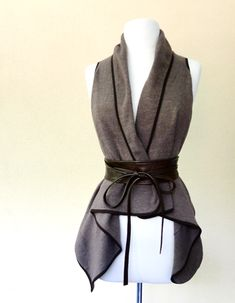 econica organice handmade clothing gray vest with leather tied belt Mode Outfits, Fashion Outfits, Womens Fashion, Fashion Fashion, Star Wars Outfits, Look Rock, Grey Vest, Creation Couture, Character Outfits